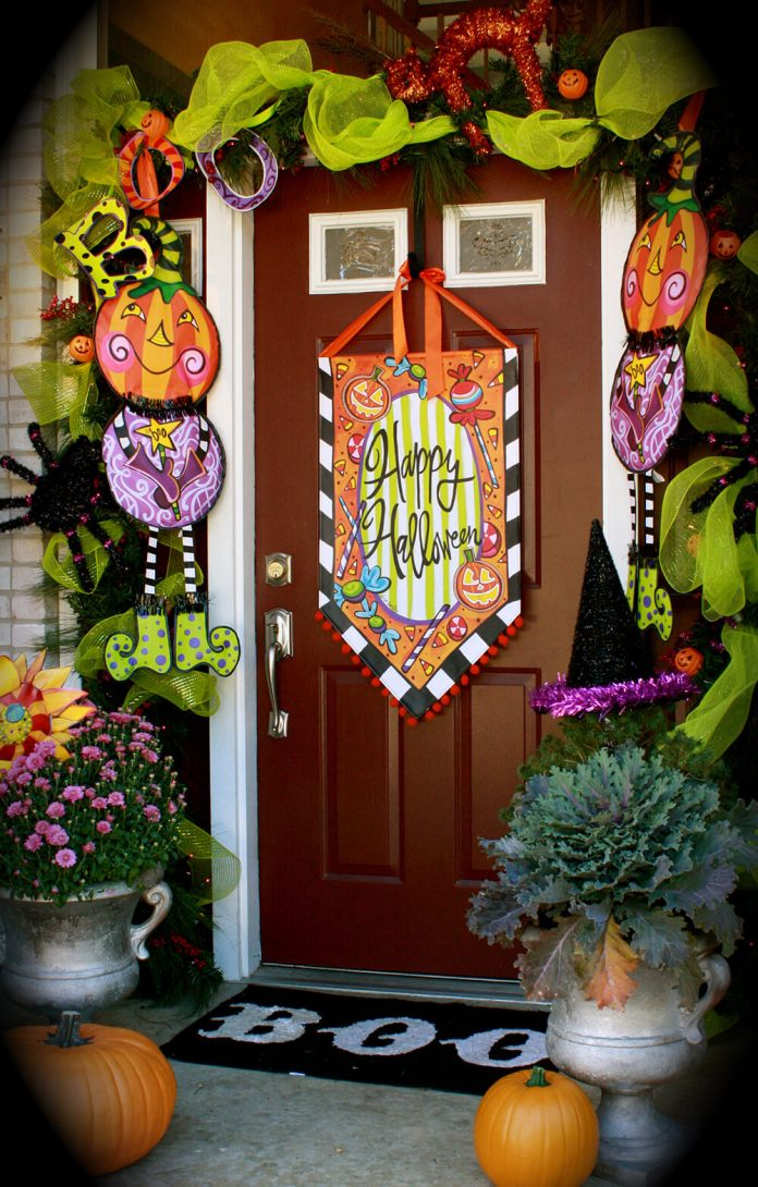 Halloween Front Door Decoration Ideas: Banner Fun