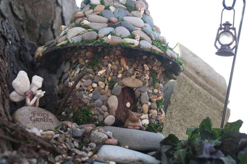 DIY Pebble-Pasted Bottle Fairy House| fairy garden accessories | miniture fairy garden ideas inspiration | homemade fairy garden decorations