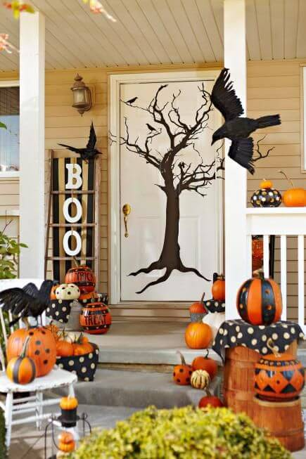 Halloween Front Door Decoration Ideas: Tree-tastic!
