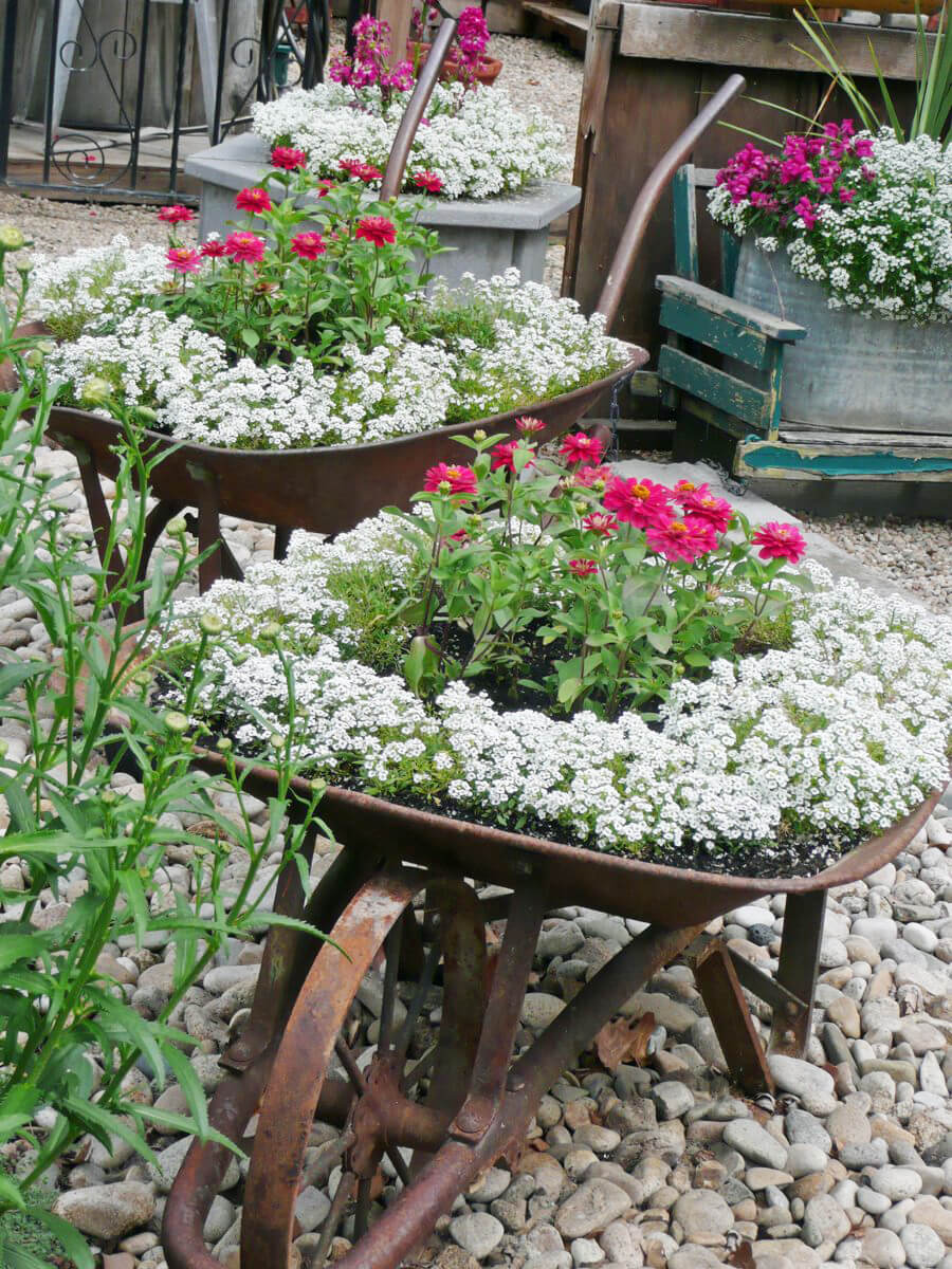 Vintage Garden Decor Ideas: Rusty Vintage Wheelbarrow Flower Planters