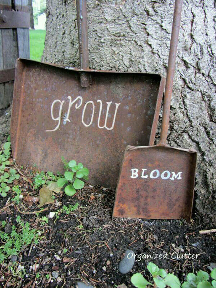 Old Shovels with Painted Sayings   Funny DIY Garden Sign Ideas