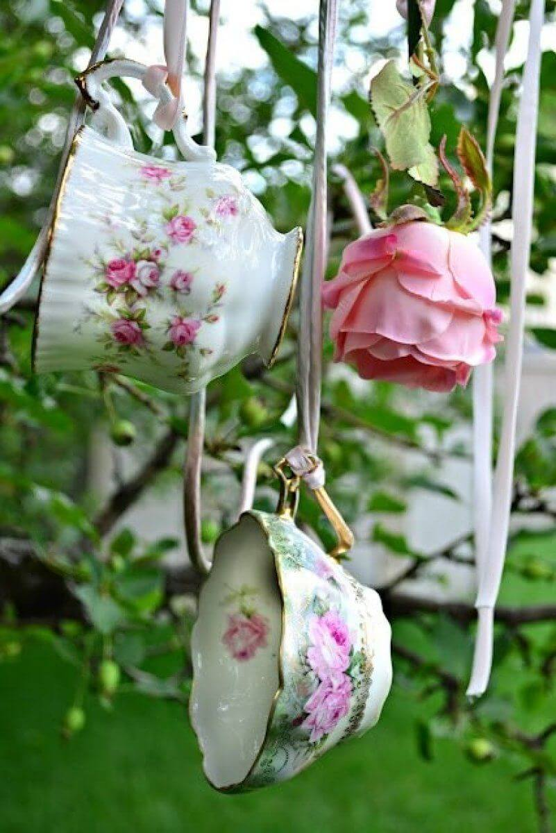 Vintage Garden Decor Ideas: Pretty Antique Teacup Vintage Garden Decoration