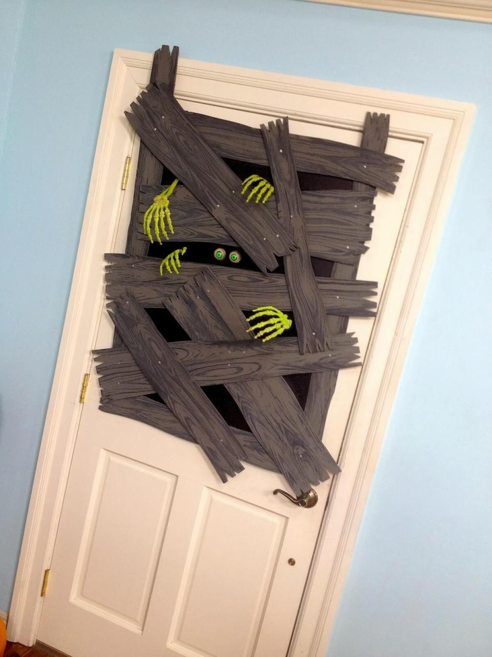 Halloween Front Door Decoration Ideas: Brains