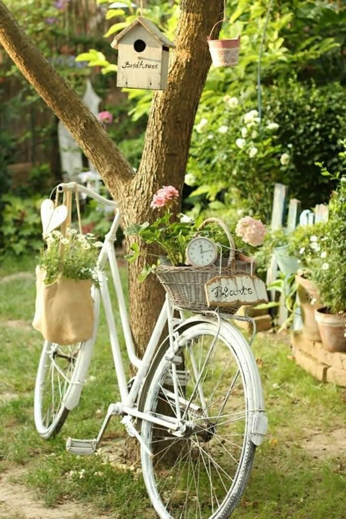 Vintage Garden Decor Ideas: Vintage Garden Décor with Flowers