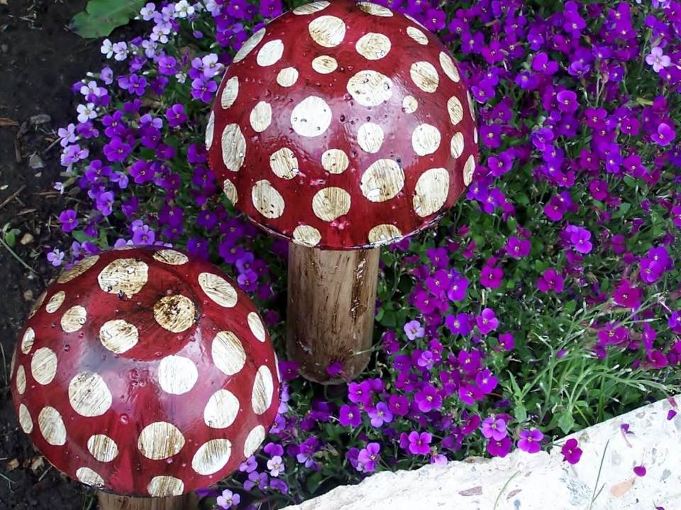 Polka Dot Mushrooms Amongst the Flowers | DIY Painted Garden Decoration Ideas