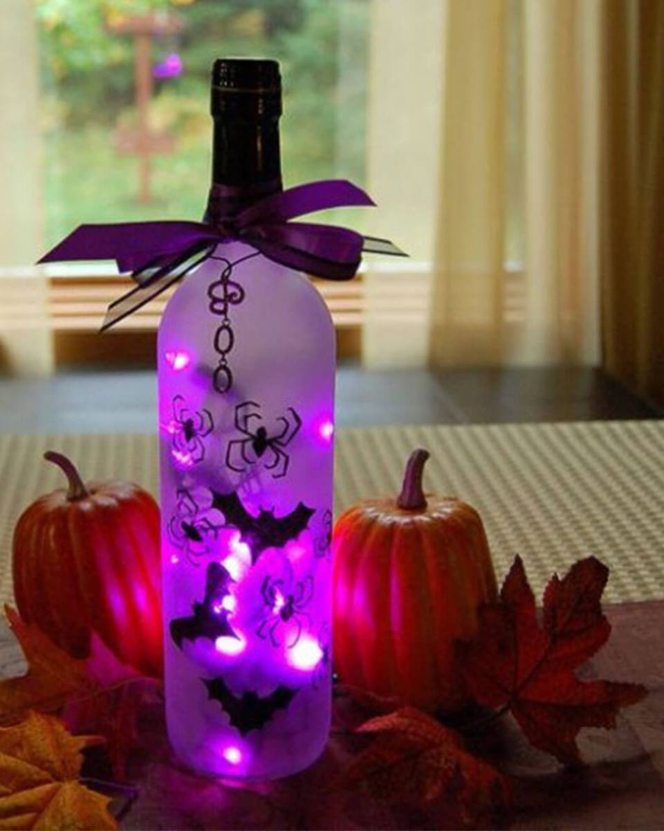 Wine Bottle Turns Into Eerie Light | DIY Indoor Halloween Decorating Ideas