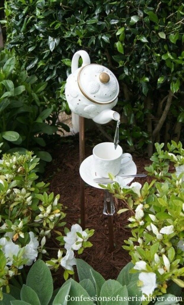 Vintage Garden Decor Ideas: Teapot and Teacup Decorative Garden Stakes