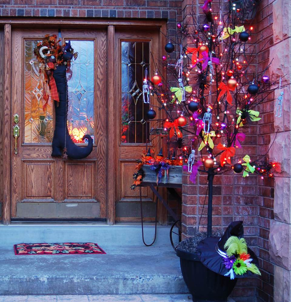 51+ Spooky DIY Halloween Front Porch Decorating Ideas This