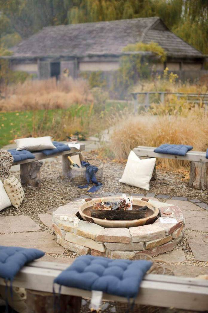 A Backyard Fire Hole With Comfortable Cushions | Awesome Firepit Area Ideas For Your Outdoor Activities