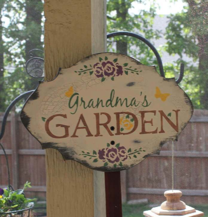 Charming Sign for Grandma's Garden | Funny DIY Garden Sign Ideas