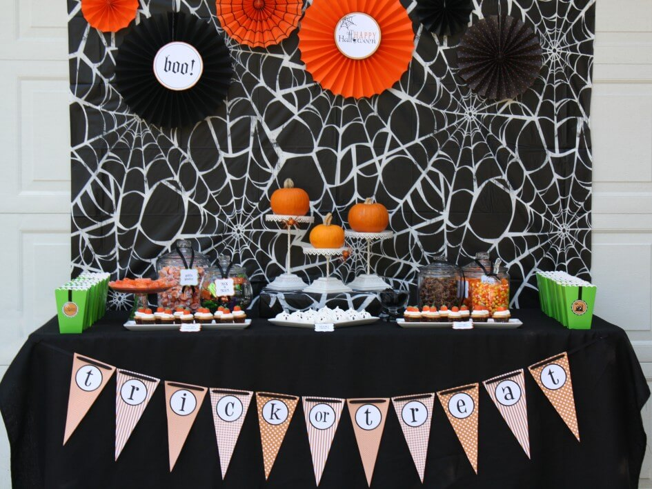 Fun and Frightening in One Clever Table | Awesome DIY Halloween Party Decor | BHG Halloween
