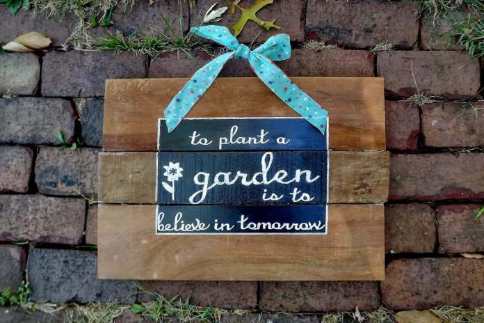 Thoughtful Painted Sign for the Garden Wall | Funny DIY Garden Sign Ideas