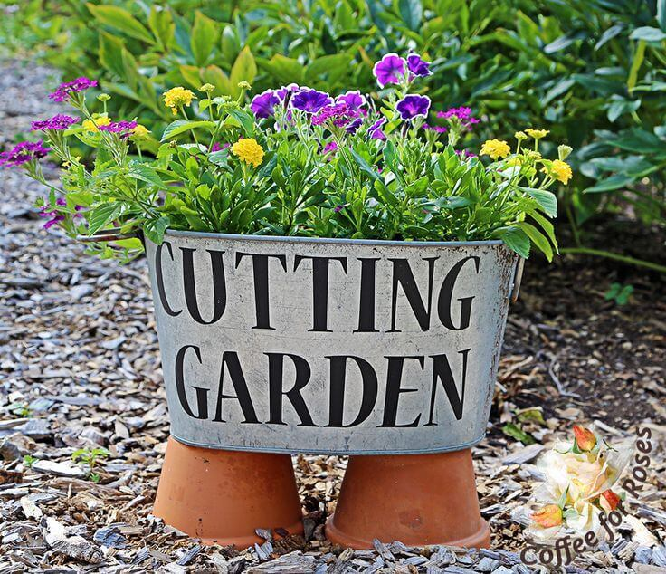 Washtub with Flowers for Bouquets | Funny DIY Garden Sign Ideas