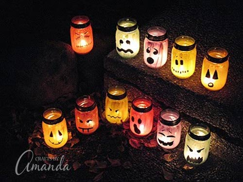 DIY Mason Jar Halloween Crafts: Halloween Painted Jar Luminaries