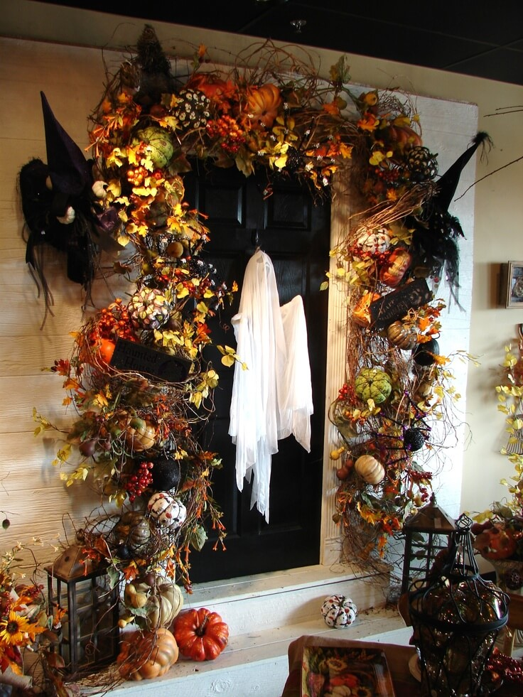 Halloween Door Decoration Ideas: Spooky Ghost Halloween Door Décor