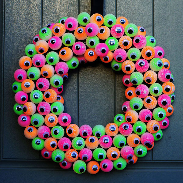 Halloween Door Decoration Ideas: Eyeball Halloween Wreath