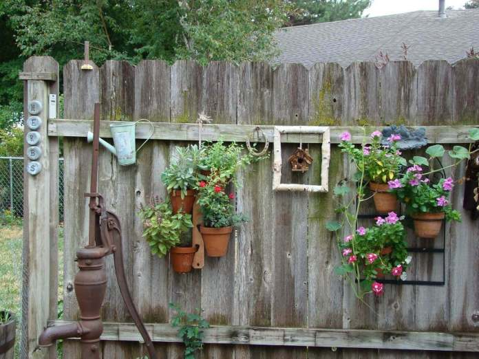 Cottage Style Hanging Fence Planters | DIY Outdoor Hanging Planter Ideas | Plant Pot Design Ideas