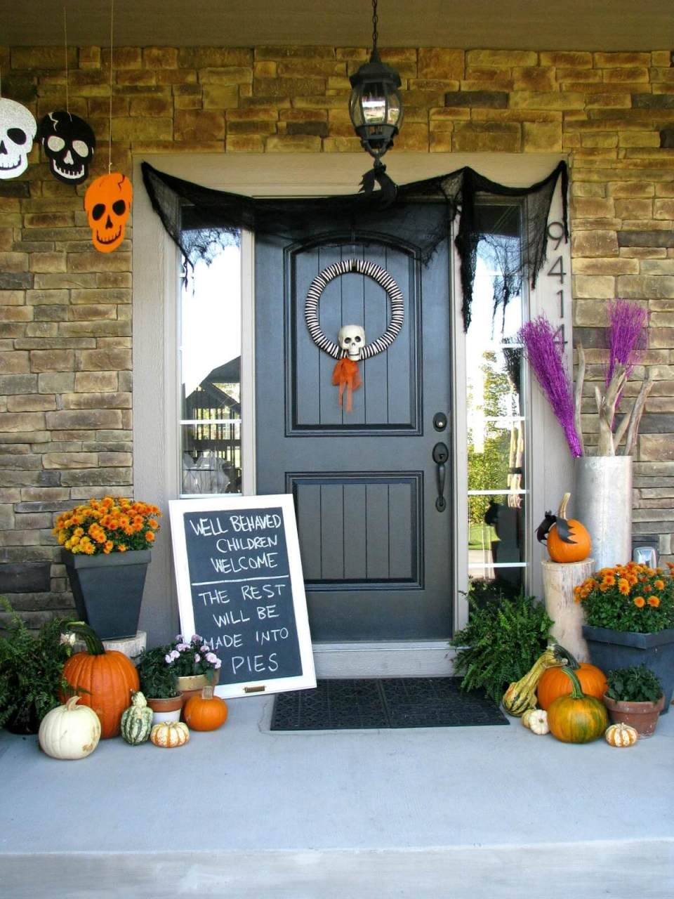 Ghoulish on the Menu   Scary DIY Halloween Porch Decoration Ideas   vintage halloween porch