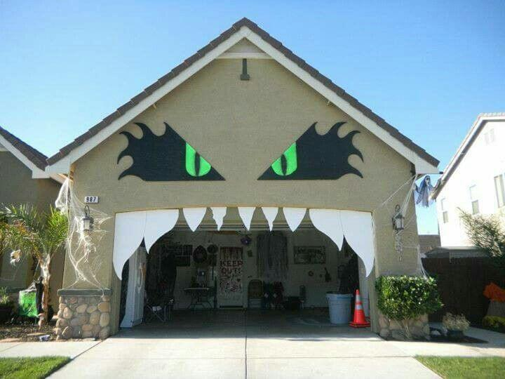 Halloween Door Decoration Ideas: Creative Ghostly Halloween Porch Decoration