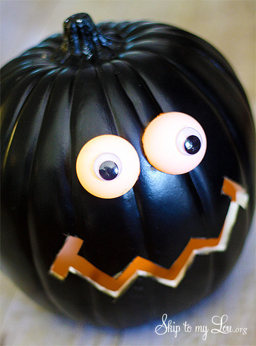 DIY Pumpkin Carving Ideas: Silly Face