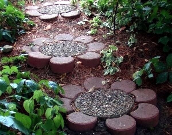 Flower Shaped Stepping Stones | Creative Garden Step & Stair Ideas | FarmFoodFamily