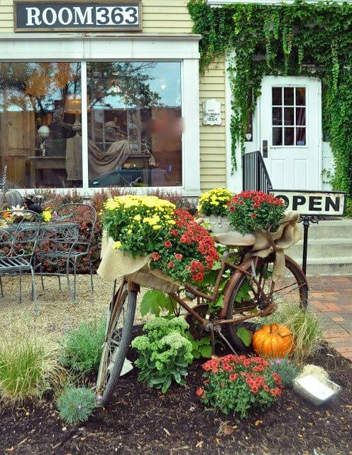 Vintage Bicycle Planter | Bicycle Garden Planter Ideas For Backyards | FarmFoodFamily
