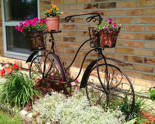 Antique Metal Bicycle Planter | Bicycle Garden Planter Ideas For Backyards | FarmFoodFamily