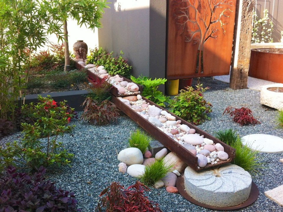 A dry river bed and a faux waterfall | Zen Garden Designs & Ideas