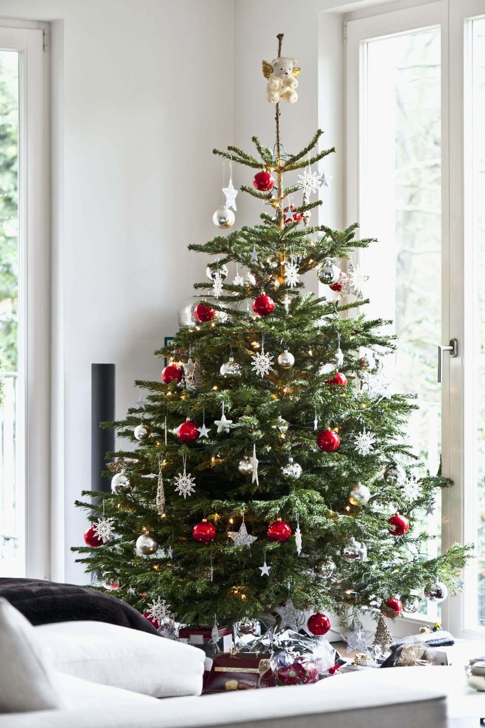 Decorating Your Holiday Tree Like a Pro   Best Way to Decorate Christmas Trees on a Budget: Inexpensive or Free & Easy Holiday Ornaments & Decorations