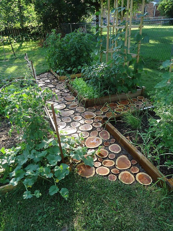 Garden Path | DIY Wood Tree Log Decor Ideas - FarmFoodFamily.com