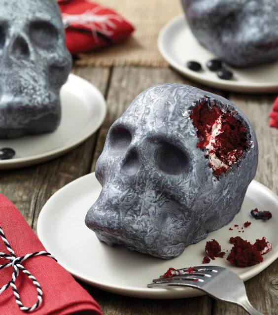 Silver skull red velvet cakes | Halloween Wedding Theme Ideas - Farmfoodfamily.com