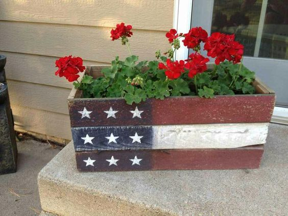 CutePatriotic Planter   Flower Garden Ideas for Containers and Windowboxes
