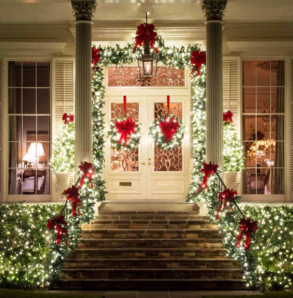 Front door lighting | Christmas Door and Window Lighting Decorating Ideas