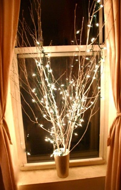 Window light | Christmas Door and Window Lighting Decorating Ideas