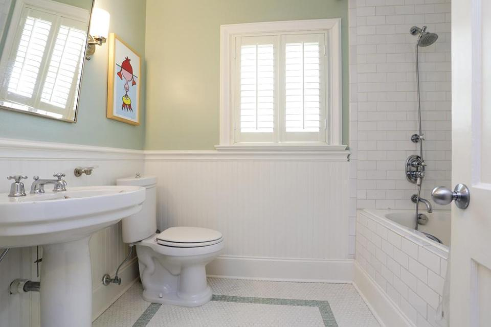 Bathroom Wainscoting: Beadboard Panels in the Bathroom Design