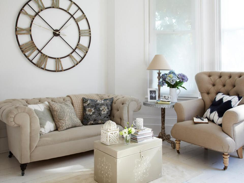 Living room with clock | Best Farmhouse Living Room Decor & Design Ideas