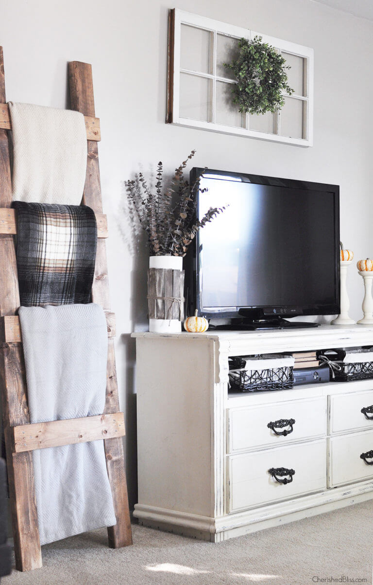 Blanket Ladder and TV stand | Best Farmhouse Living Room Decor & Design Ideas