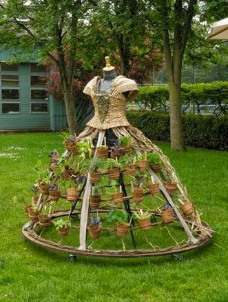 Mobile Garden Dress | Best DIY Repurposed Garden Tools Ideas | Garden Craft Ideas