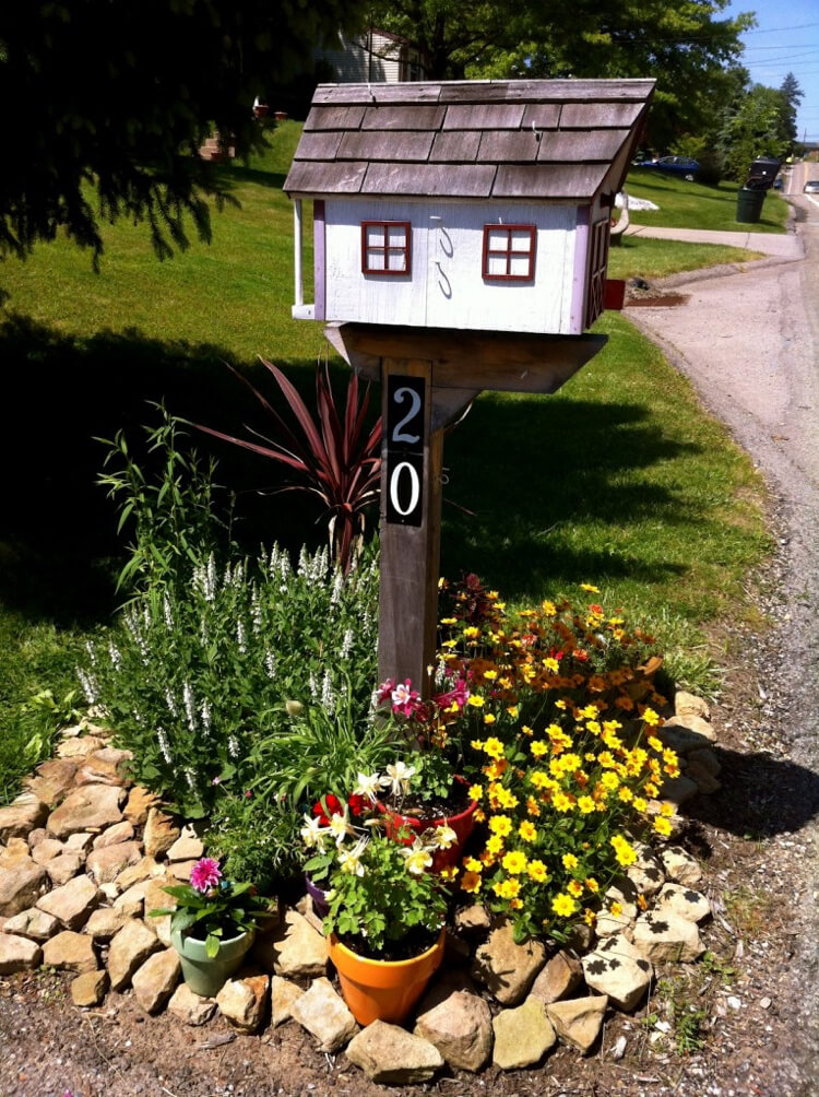 Flower beds around mailbox | Best Mailbox Landscaping Ideas
