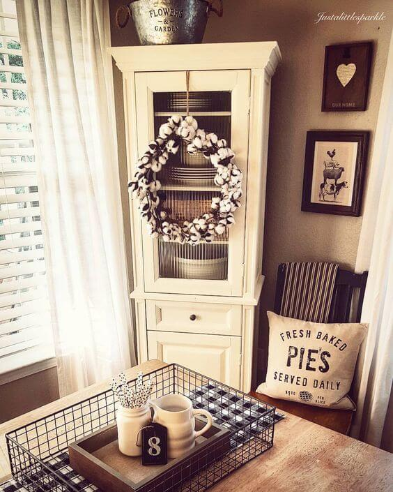 Cotton wreath | Stunning Farmhouse Dining Room Design & Decor Ideas