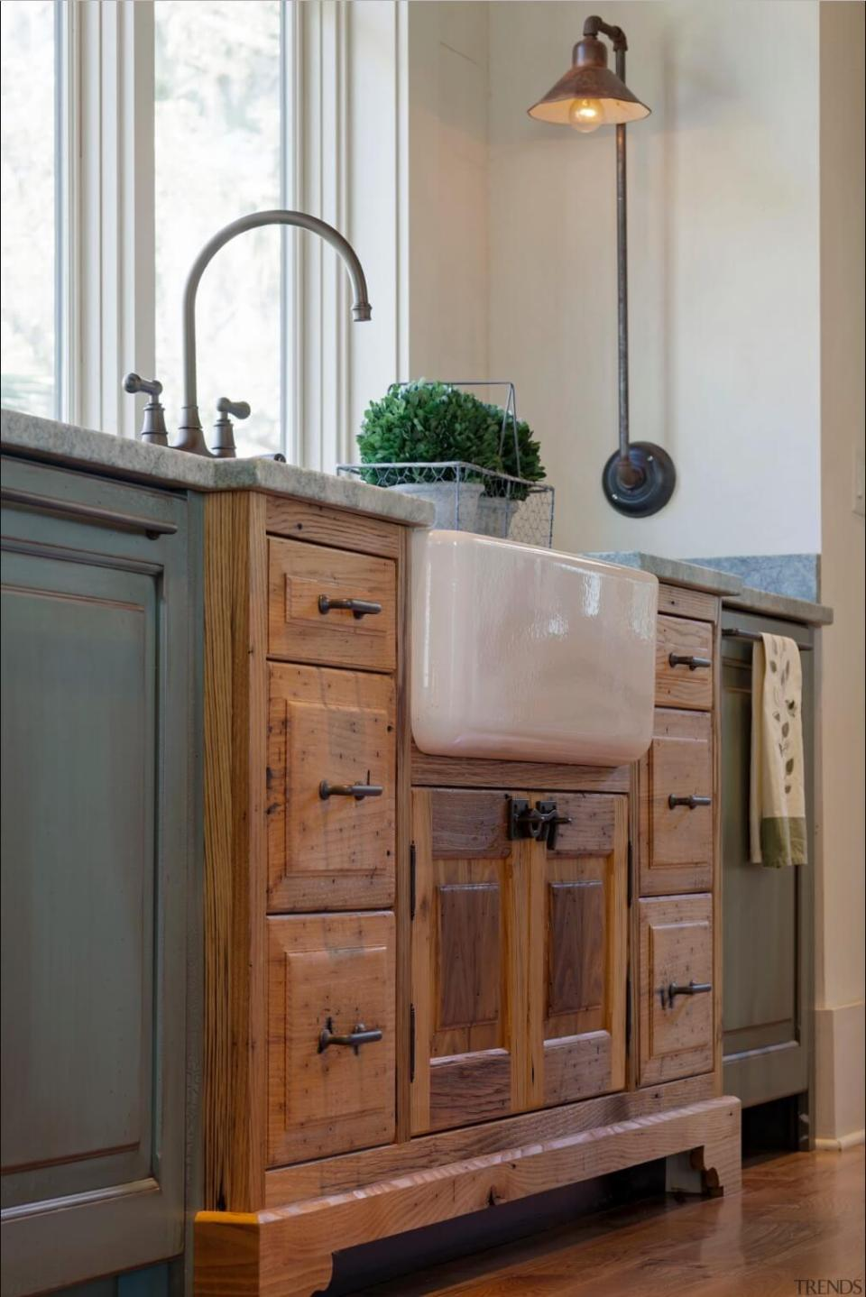 Sink cabinet juts out into the room | Inspiring Farmhouse Kitchen Design & Decor Ideas