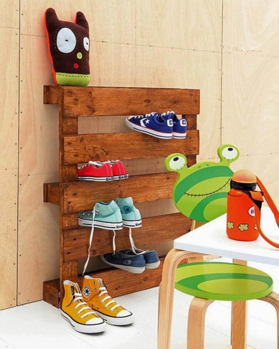 Pallet Shoes Rack for Children | Smart Shoe Storage Ideas & Designs For Any Zoom Size