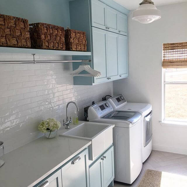 DIY Farmhouse Laundry Room Ideas: White and blue laundry room