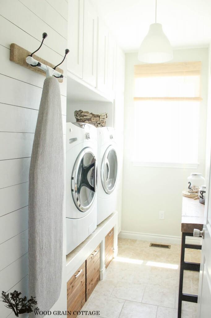 DIY Farmhouse Laundry Room Ideas: Laundry room blank wall