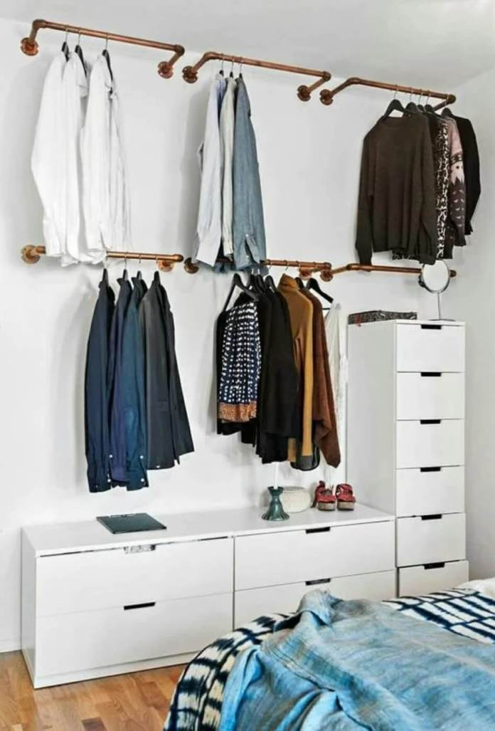 Wardrobe made with small wooden pipes and fixed drawers