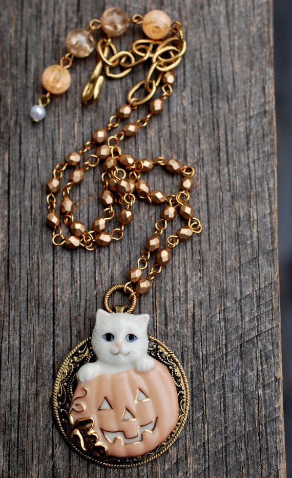 Cat necklace with pumpkin for halloween