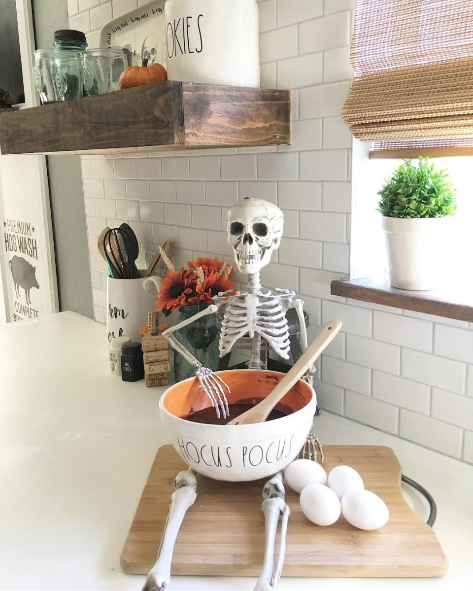Kitchen helper for halloween