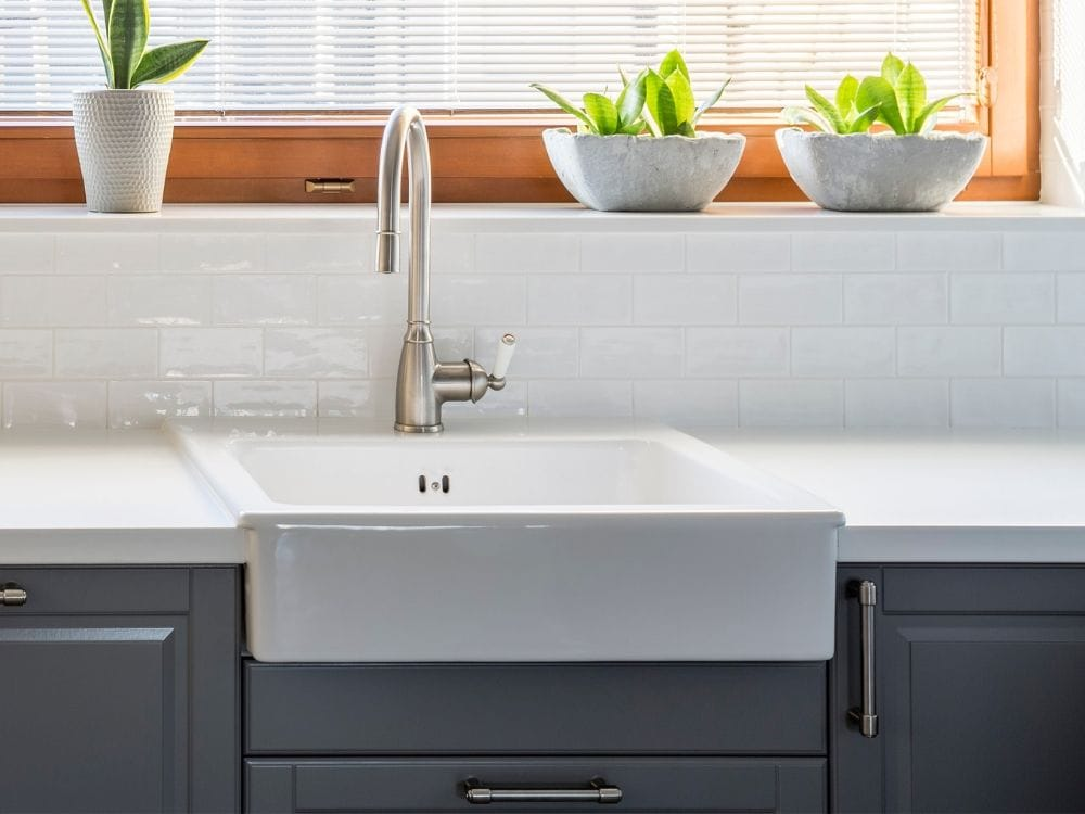 can a farmhouse sink be used with a