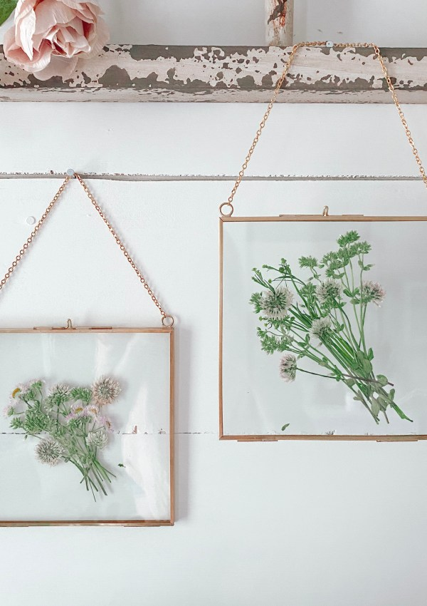 Make Your Own Dried Flower Prints In Minutes (Without Waiting On The Flowers To Dry)