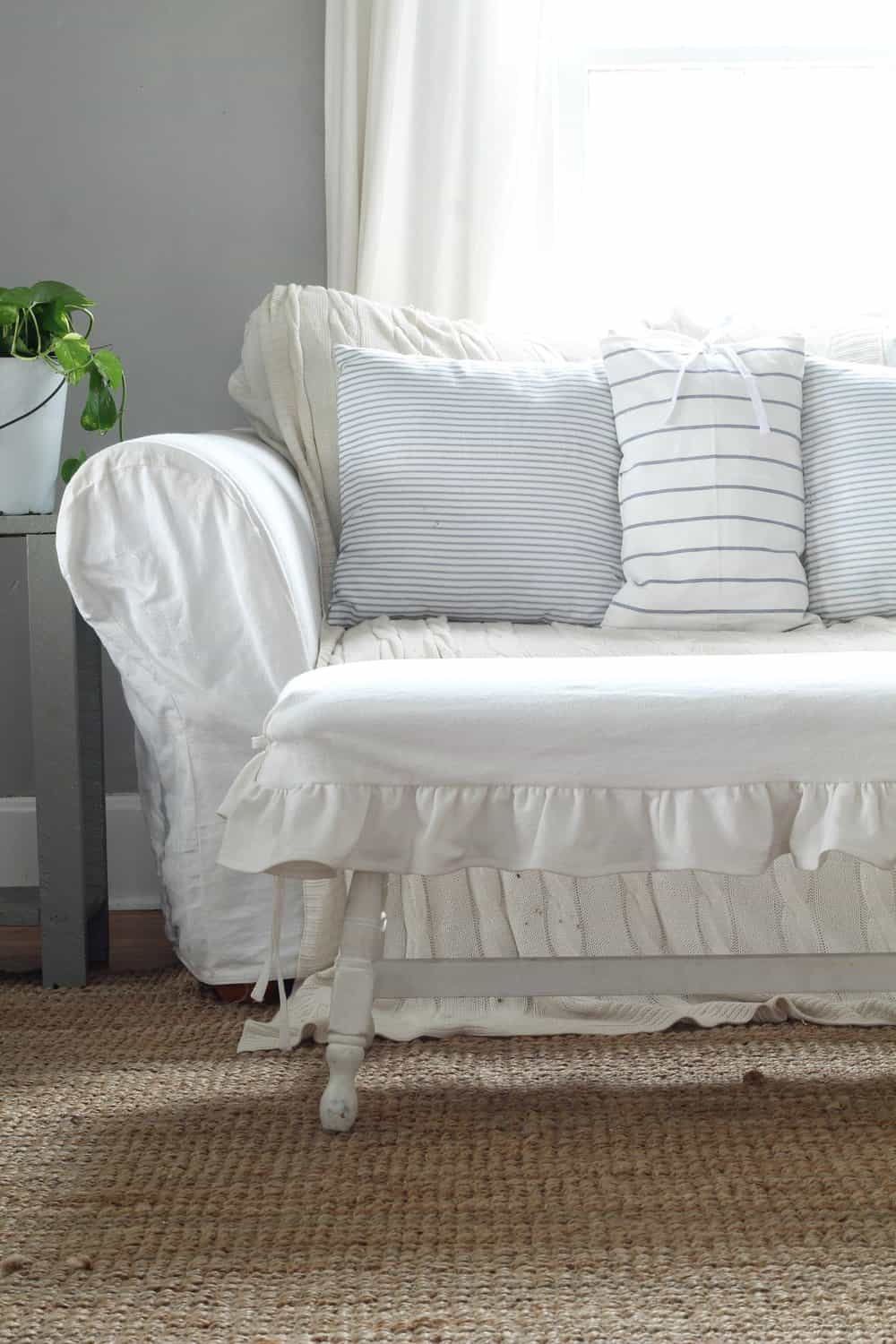 i wrote about my drop cloth bench makeover in this post i found it for 20 on a buy sell trade site